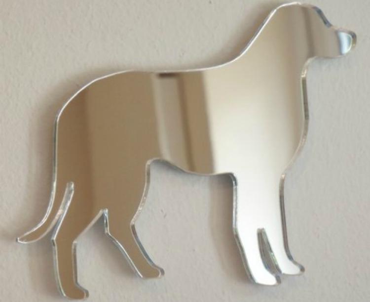 Un espejo muy original en forma de perro