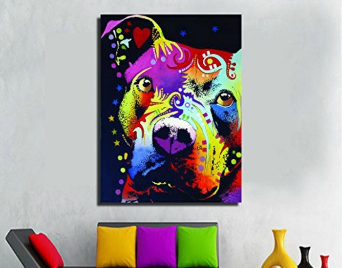 Colorido dibujo hecho a mano como cuadro de un perro
